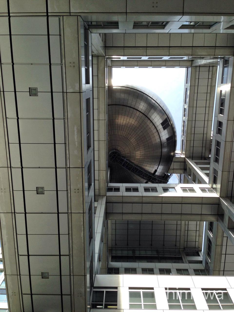 フジテレビ球体展望室はちたまを真下から撮影した画像