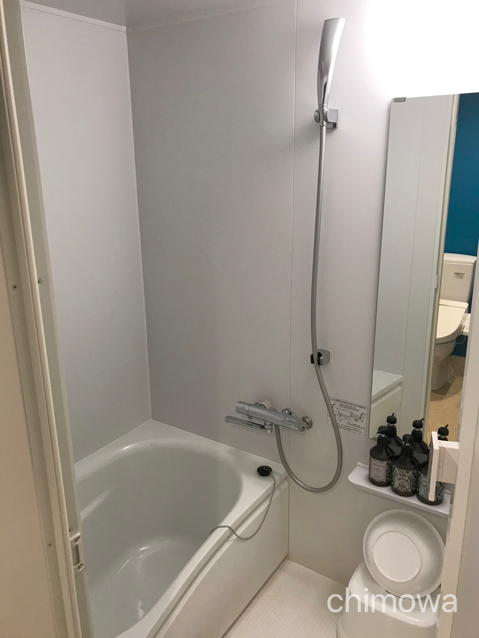 ラ・ジェント・ホテル東京ベイ シャワー・洗面器・イス・シャンプーなどバスルームの写真